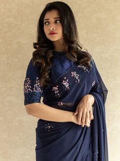 Want to know where to shop gorgeous Designer Sarees online? Saree Blouse Neck Designs, Fancy Blouse Designs, Saree Blouse Patterns, Sarees For Girls, Stylish Blouse Design, Saree Trends, Saree Models, Stylish Sarees, Saree Look
