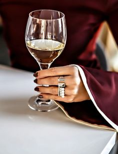 Unwind with some wine and our Birks Rock & Pearl™ set of 3 stackable rings (silver ring, embellished with 5mm round freshwater pearls)