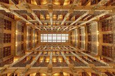 La George Peabody Library à Baltimore est une des plus belles bibliothèques universitaires du monde. - SCMB Images