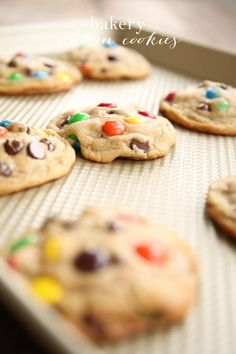 The best M&M Cookies that are bakery quality, without a lot of effort! Get the secrets that make these M and M Cookies better than the rest! Cookie Bakery, Cookie Desserts, Just Desserts, Delicious Desserts, Dessert Recipes, Dinner Recipes, Dessert Ideas, Best M&m Cookie Recipe, Cupcakes