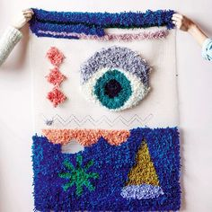 Oh just kinda obsessed with this hooked rug DIY by @beciorpin today. Check it out on @yenmag by knitwitknitwit