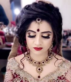 bridal dress design and makeup Pakistani Wedding Hairstyles, Bridal Hairstyle Indian Wedding, Bridal Hair Buns, Bridal Hairdo, Elegant Wedding Hair, Bridal Photoshoot, Indian Hairstyles, Bride Hairstyles, Bridal Makeup Images
