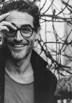 Who does not like a handsome man in glasses? Portrait Male, Gentleman Stil, Street Style Vintage, Gorgeous Men, Beautiful People, Beautiful Smile, Looks Black, Mens Glasses, Glasses Style