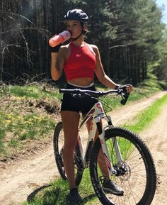 As a beginner mountain cyclist, it is quite natural for you to get a bit overloaded with all the mtb devices that you see in a bike shop or shop. There are numerous types of mountain bike accessori… Cycling Wear, Cycling Girls, Cycling Outfit, Cycling Clothes, Road Cycling, Mountain Bike Shoes, Mountain Biking, Summer Vibe, Female Cyclist