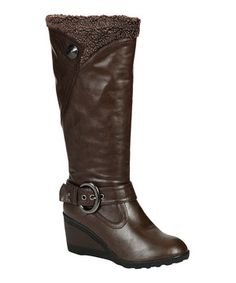 Be fashionably ready for cooler temps in this stylish boot, which features chic straps, a button detail and cozy lining.
