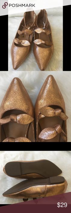 🆕Rose Gold Crackle Bow Flats Sz 7.5 These are super cute! Completely brand new, I also have this in size 8 in my closet. Please pay attention to the photos regarding condition. Thank you for your interest! Shoes Flats & Loafers