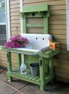 Love this idea! Wish I had an old sink! potting table - ♥ that old sink! Pallet Potting Bench, Potting Tables, Potting Bench With Sink, Rustic Potting Benches, Outdoor Projects, Garden Projects, Pallet Projects, Diy Projects, Outdoor Sinks