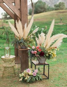 21 Unique Ways to Include Pampas Grass in Your Wedding Decor - Green Wedding Shoes It's taken over the pages of Green Wedding Shoes and our boho-wedding-lovin' hearts: pampas grass! The greatest floral t. Wedding Ceremony Ideas, Wedding Trends, Trendy Wedding, Boho Wedding, Wedding Shoes, Floral Wedding, Rustic Wedding, Wedding Flowers, Green Wedding