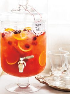 Sangria de Noël - smoothies cocktails etc. Sangria Recipes, Cocktail Recipes, Sangria Rosé, Milkshake, Cocktail Drinks, Alcoholic Drinks, Beverages, Christmas Sangria, Noel Christmas