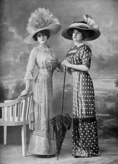Afternoon dresses by Martial & Armand, photo Félix, Les Modes, July 1910.il me faut celle à pois!!