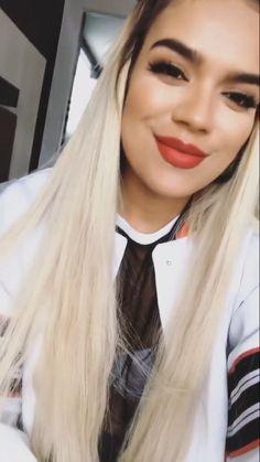 Karol G Famous Celebrities, Celebs, G Hair, Becky G, Life Is Beautiful, Girl Crushes, My Girl, Beauty Makeup, Beauty Hacks