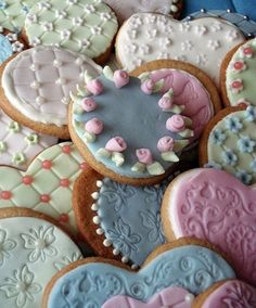 Cookies - #piped roses, #quilted fondant with pearls, #impression mats