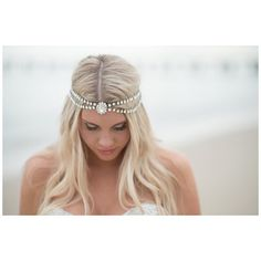 [friday favorites] We quite frankly are a little obsessed with this @boandluca headpiece on @sarahstreetphotography's beautiful beach chic #bride Sydney! Love how brides personalize their look through their accessories.  // makeup: @kimporter_makeup // #beachbride #hrva by tidewatertulle