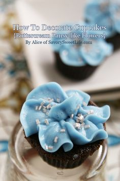 How To; Decorate Cupcakes with Buttercream Pansy like Flowers