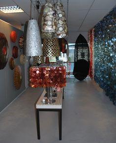 Unieke verlichting #verlichting #interieur #interior #interiorstore #interieurwinkel #colors #kleur #inrichting #meubelsenmeer #mijdrecht #uniek #light #design #schelpenlampen