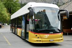 HESS Buszug am warten bei der Endhaltestelle Stechelberg Hotel am 16.9.18. Post Bus, Busses, Coaches, Transportation, Public, Trucks, Vehicles, Autos, Waiting