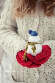 Would be fun to make mini-snowmen with the girlies. And love those red mittens. :)