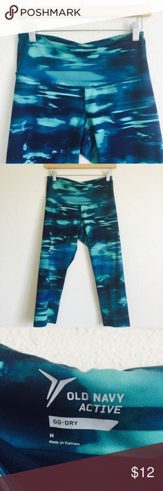 • Watercolor Printed cropped leggings • In good used condition. Colors are green and blue. Inseam is about 19 inches. Waist measures 13 inches. High waisted and very stretchy! Old Navy Pants Leggings