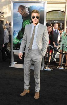 In the least offensive way, you would look fucking fantastic in Ryan Reynolds' summer suit. So maybe, just maybe, try it on for size? | 16 Pictures That Prove Justin Bieber Might Be Kind Of Hot If He Wore Different Clothes