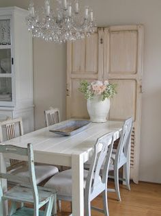 Shabby Chic Interior Design Ideas For Your Home Cottage Shabby Chic, Shabby Chic Mode, Estilo Shabby Chic, Shabby Chic Interiors, Shabby Chic Style, Cottage Dining Rooms, Shabby Chic Dining Room, Shabby Chic Kitchen, Living Room