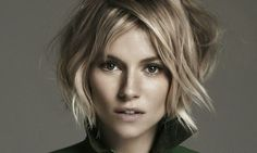 Sienna Miller is one of the celebrities who credited for creating the boho fashion trend. Here we have gathered images of Sienna Miller Bob Hair that you. Sienna Miller Short Hair, Estilo Sienna Miller, 2016 Short Hair Trends, 2016 Trends, Medium Hair Styles, Short Hair Styles, Corte Y Color, Best Short Haircuts, Great Hair