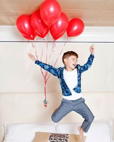 """Luisa Fernanda Espinosa on Instagram: """"Hell yeah, Mom's home! #heliumhappiness #upupandaway #99redballoons # - from our story @holacom - @nunupictures"""""""