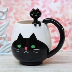 clever cat mug spoon set. Crazy Cat Lady, Crazy Cats, Coffee Cups, Tea Cups, Coffee Tumbler, Vintage Inspired Outfits, Eco Friendly Fashion, Cat Mug, Mugs Set
