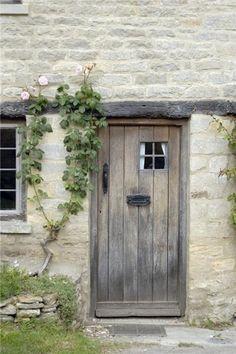 Bathroom door art old windows 70 Ideas Old Windows, Windows And Doors, English Country Cottages, French Country, Cottage Door, Bathroom Doors, Bathroom Art, Cool Doors, Wooden Doors