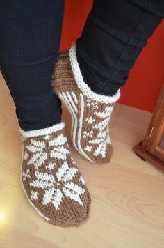 Ideas for crochet slippers monster drops design Knit Slippers Free Pattern, Crochet Basket Pattern, Knitted Slippers, Crochet Patterns Amigurumi, Crochet Baby Pants, Crochet Baby Bonnet, Crochet Hat For Women, Crochet Gifts, Crochet Yarn