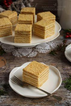 Nagyon szeretem ezt a süteményt. Évekkel ezelőtt ettem először egy kávézóban, mert hát néha dőzsölni is szabad. :D Meg kell ha... Walnut Torte Recipe, Croation Recipes, Russian Cakes, Tiramisu Cake, Hungarian Recipes, Pavlova, Other Recipes, No Bake Cake, Food To Make