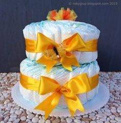 Torta di pannolini in giallo girasole, idea regalo nascita. Il post include il link al tutorial per realizzare il topper in tulle - RobyGiup handmade