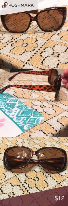 Cheetah print sunglasses Excellent condition, so cute! Accessories Sunglasses