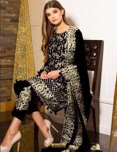 pakistani embroidered black dress Latest Pakistani Dresses, Latest Pakistani Fashion, Pakistani Designer Suits, Pakistani Dress Design, Pakistani Suits, Latest Dress Design, Pakistani Street Style, India Fashion, Designer Dresses