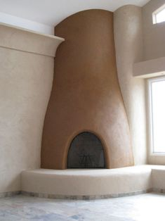 Humel Straw Bale Home with Clay Plaster - spaces - san diego - Simple Construct. Like the clean and smooth cob look. Adobe Haus, Cob Building, Green Building, Earthship Home, Tadelakt, Straw Bales, Natural Homes, Earth Homes, Natural Building