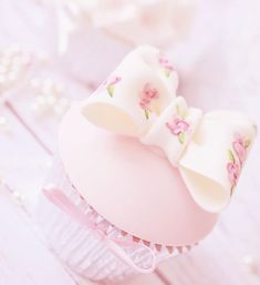 Imagem de cupcake, pink, and cute Pastel Cupcakes, Pretty Cupcakes, Cake Pops, Sweet Party, Cute Desserts, Pink Desserts, Cupcake Heaven, Strawberry Milk, Everything Pink