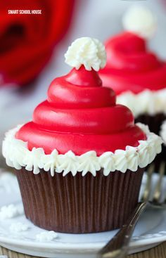 These Santa hat cupcakes are easy to make, make with your favorite cake recipe and with Homemade Icing. They make a great Christmas Party Treat. These Santa Hat Chritmas cupcakes are Christmas desserts that kids will love Holiday Desserts, Holiday Baking, Holiday Treats, Holiday Recipes, Christmas Dessert Recipes, Holiday Foods, Holiday Gifts, Santa Cupcakes, Fun Cupcakes