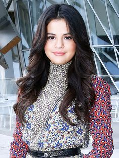 Selena Gomez's strong center part and bombshell waves