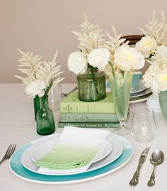 Ombre Dipped DIY Napkins are so fun to spruce up wedding table settings. White Office Curtains, Easy Diy Projects, Craft Projects, Craft Ideas, Decor Ideas, Refinished Table, Diy Ombre, Linen Napkins, Cloth Napkins