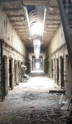 Pennsylvanias most haunted zombified and spooky sights on Roadtrippers Abandoned Prisons, Abandoned Castles, Abandoned Mansions, Abandoned Houses, Abandoned Places, Most Haunted Places, Spooky Places, Haunted House Props, Haunted Houses