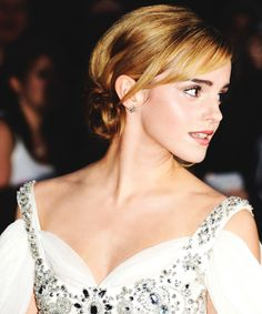 Emma Watson - I want this hair color!!