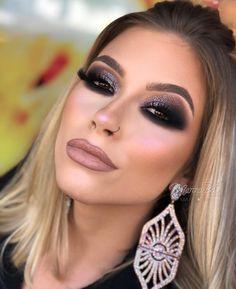 """2,781 curtidas, 24 comentários - Marina Luiza Bet (@marinabet) no Instagram: """"Esfumado com glitter!!! 😍👏🏻✨ Brinco @amandamachadoacessorios 💜 Modelo @gabrielim0reira"""""""