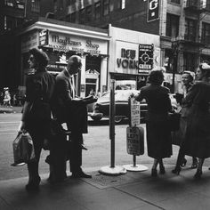 2000 Light Years From Home - New York, 1950s © Vivian Maier Great pictures of NY 1950s
