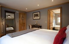 A London Tourist Guide. You Don't Need A Travel Agent To Pick A Great London Hotel. A great hotel turns your vacation into a fantasy. Cheap Hotels London, Great British Menu, Sleep Drink, Hotel Safe, Superior Room, Room London, Great Hotel, Hotel Interiors
