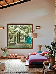 ambiance cocooning, chambre avec grande fenetre, plantes vertes