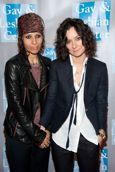 Sara Gilbert and Linda Perry Sara Gilbert, Picture Photo, Lesbian, Leather Jacket, Couples, Celebrities, Lady, Singers, Pictures