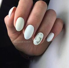 Nail art is a very popular trend these days and every woman you meet seems to have beautiful nails. It used to be that women would just go get a manicure or pedicure to get their nails trimmed and shaped with just a few coats of plain nail polish. Nail Design Spring, Finger, Moon Nails, Nagellack Trends, Diy Nail Designs, Simple Nail Designs, Dream Nails, Super Nails, Us Nails