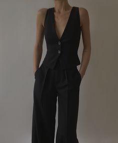 Wearing All Black, Work Chic, Work Skirts, Girls Dresses, Summer Dresses, Black Crop Tops, Fashion Lookbook, Alexander Mcqueen, Dressing