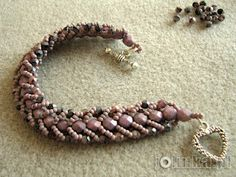 Flat Spiral - nice tutorial; others for this stitch available from auntie's beads(videos) ~ Seed Bead Tutorials