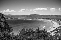 Have a great weekend! Black & White view to Voidokoilia beach (photo: Dionysia Mpousdouka) Beach Photos, Beautiful Beaches, Greece, Country Roads, Mountains, Black And White, Nature, Travel, Greece Country