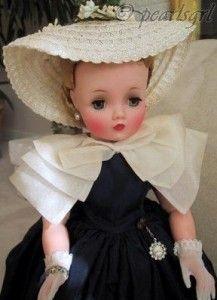 1957 mint Cissy by Madame Alexander I had a Madame Alexander doll.loved her ! Old Dolls, Antique Dolls, Pretty Dolls, Beautiful Dolls, Vintage Madame Alexander Dolls, Porcelain Dolls Value, Chinese, Vogue, Dollhouse Dolls